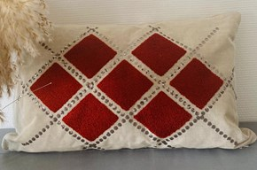 Kırmızı Pullu Kırlent Kılıfı - CLB018KRNT görseli